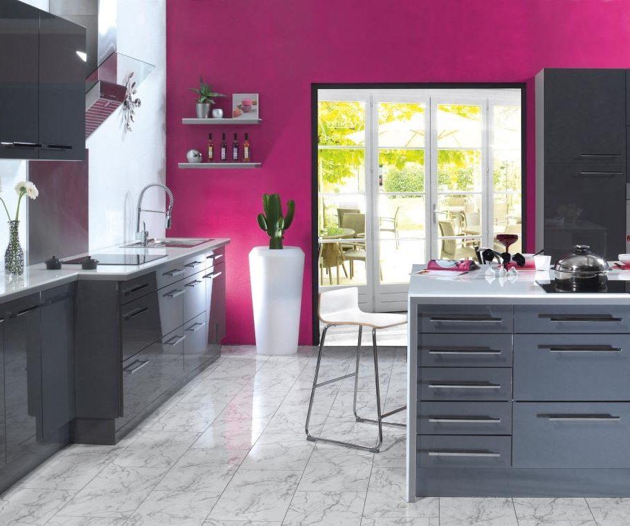 Cocina moderna de paredes rosas im genes y fotos - Paredes de cocinas modernas ...