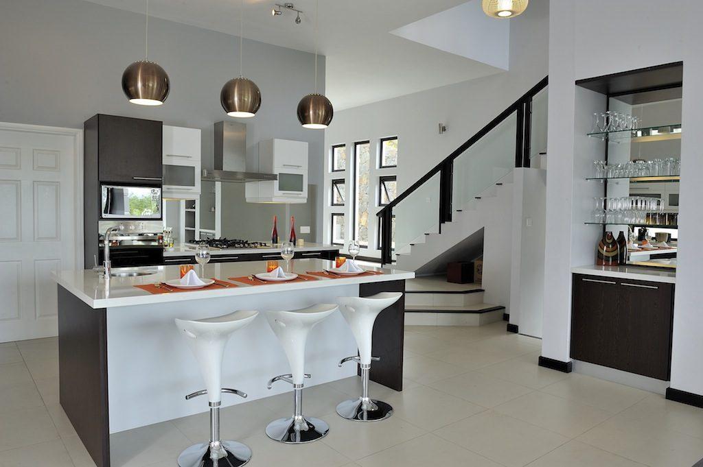 Isla de cocina moderna y futurista im genes y fotos - Cocinas en isla modernas ...